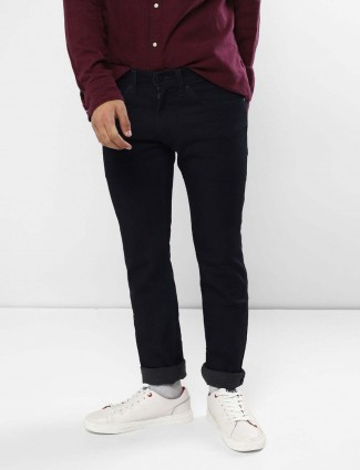 Levis simple and solid black hue jeans