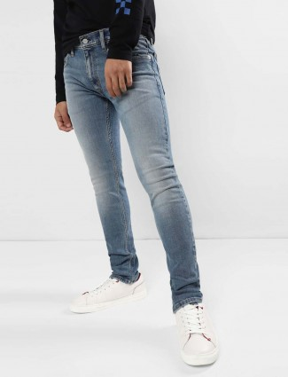 Levis simple washed blue jeans
