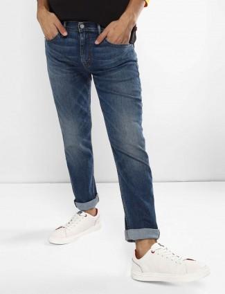 Levis whiskerd effect dark blue solid jeans