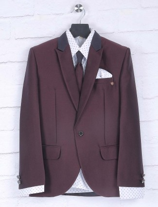 Maroon color peack lapel collar pattern coat suit