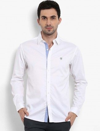 Mufti white slim fit solid shirt