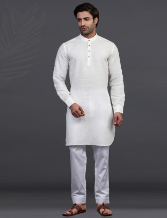 Off white full sleeves kurta pajama for festive