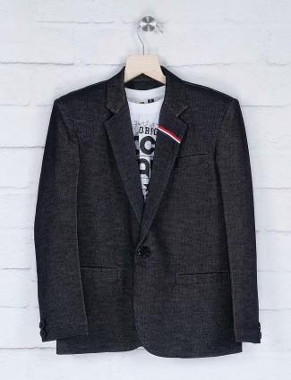 One buttoned placket black hue blazer