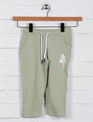 Solid pista green cotton casual capri