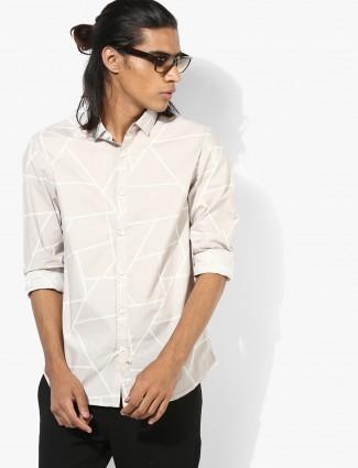 Spykar off white printed hue slim fit shirt