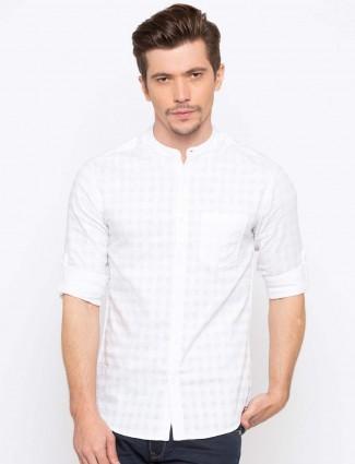 Spykar white solid chinese collar shirt