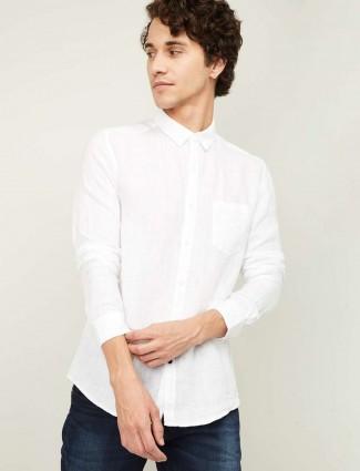 Spykar white solid linen shirt