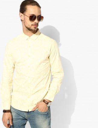 Spykar yellow printed hue slim fit shirt