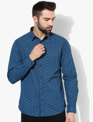 Spyker blue cotton printed slim fit shirt