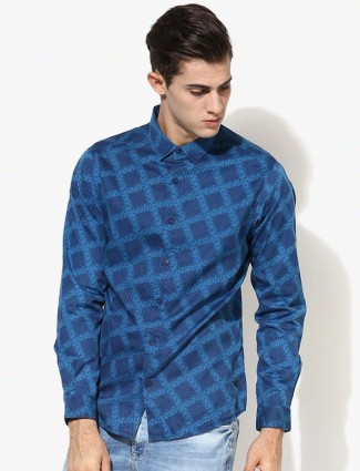 Spyker printed blue slim fit casual shirt