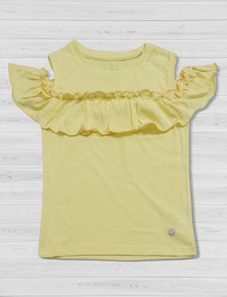 Vitanins light yellow color top