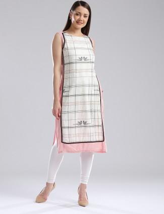 W checks pattern peach cotton kurti