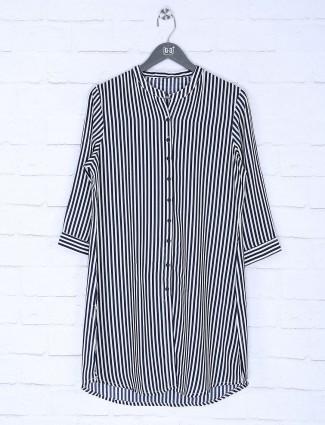 White and black stripe pattern cotton top