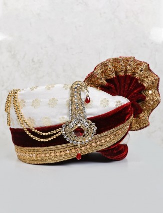 White and maroon adjustable velvet turban