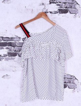 White color casual top
