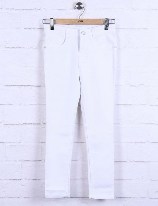 White color denim skinny fit jeans