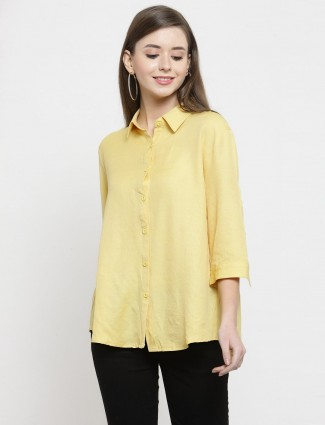 Yellow casual cotton shirt with collar style neckline